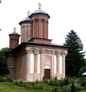 Vedere de ansamblu a bisericii