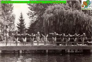 1971 * Pe debarcader la ora de sport - înot - cu profesorul DRĂGAN