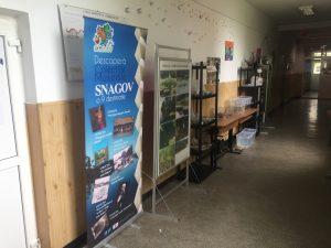 Caravana > Expo - pe holurile unei scoli